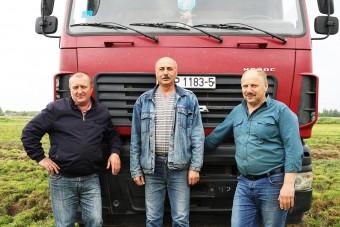 """Водители-передовики ОАО """"Речень"""", задействованные на отвозке кормов"""
